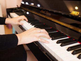 火巨琴行|更专业的音乐培训