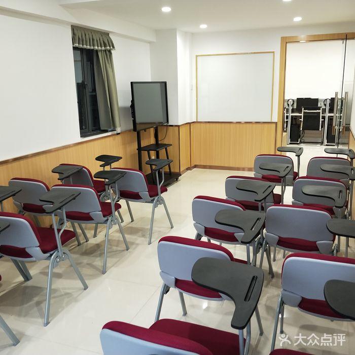 百特国际英语培训学校前厅.jpg图片-北京英语-大众