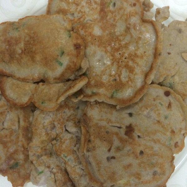 葱花 一根切成碎状 香油,盐 少许 香芋饼的做法: 芋头蒸熟,捣成芋泥