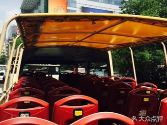 敞篷双层观光巴士