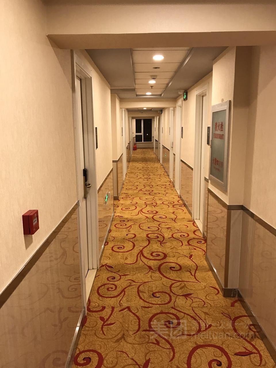 速8酒店(北京鸟巢惠新西街地铁站店)预订/团购
