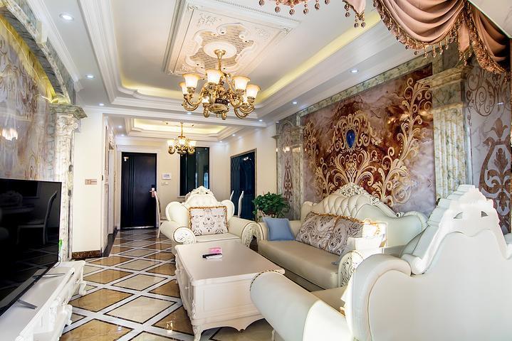 60万超豪华欧式风格的装修,配备舒适的1.8米大床1张,1.