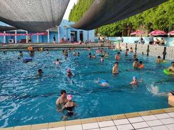 河运技校游泳馆