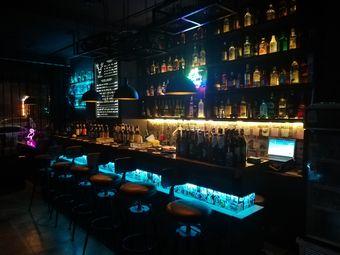阿多斯酒吧