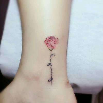 清新花朵纹身款式图