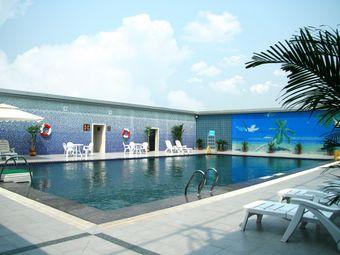 华天大酒店空中泳池