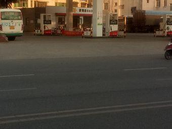 中国石油奇春加油站(佰宇·卢浮帝景西北)