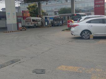 中国石油六村堡加油加气站