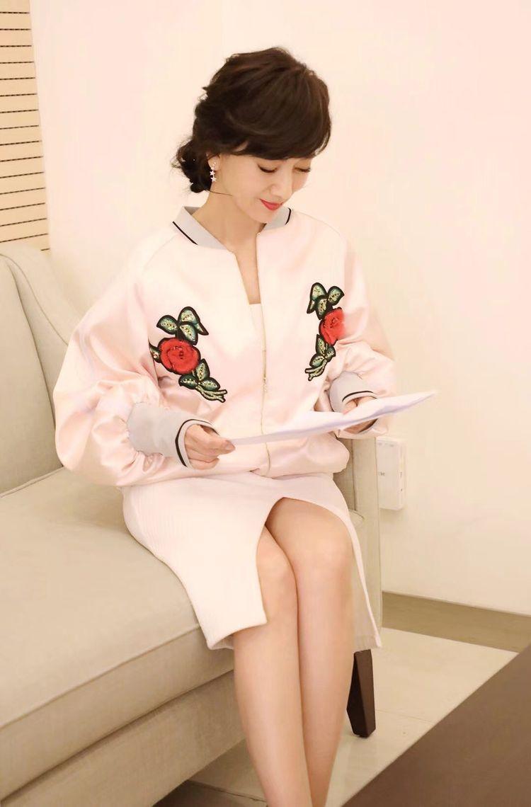 赵雅芝近期写真曝光,嫩颜美腿似少女,谁能相信她已63岁!