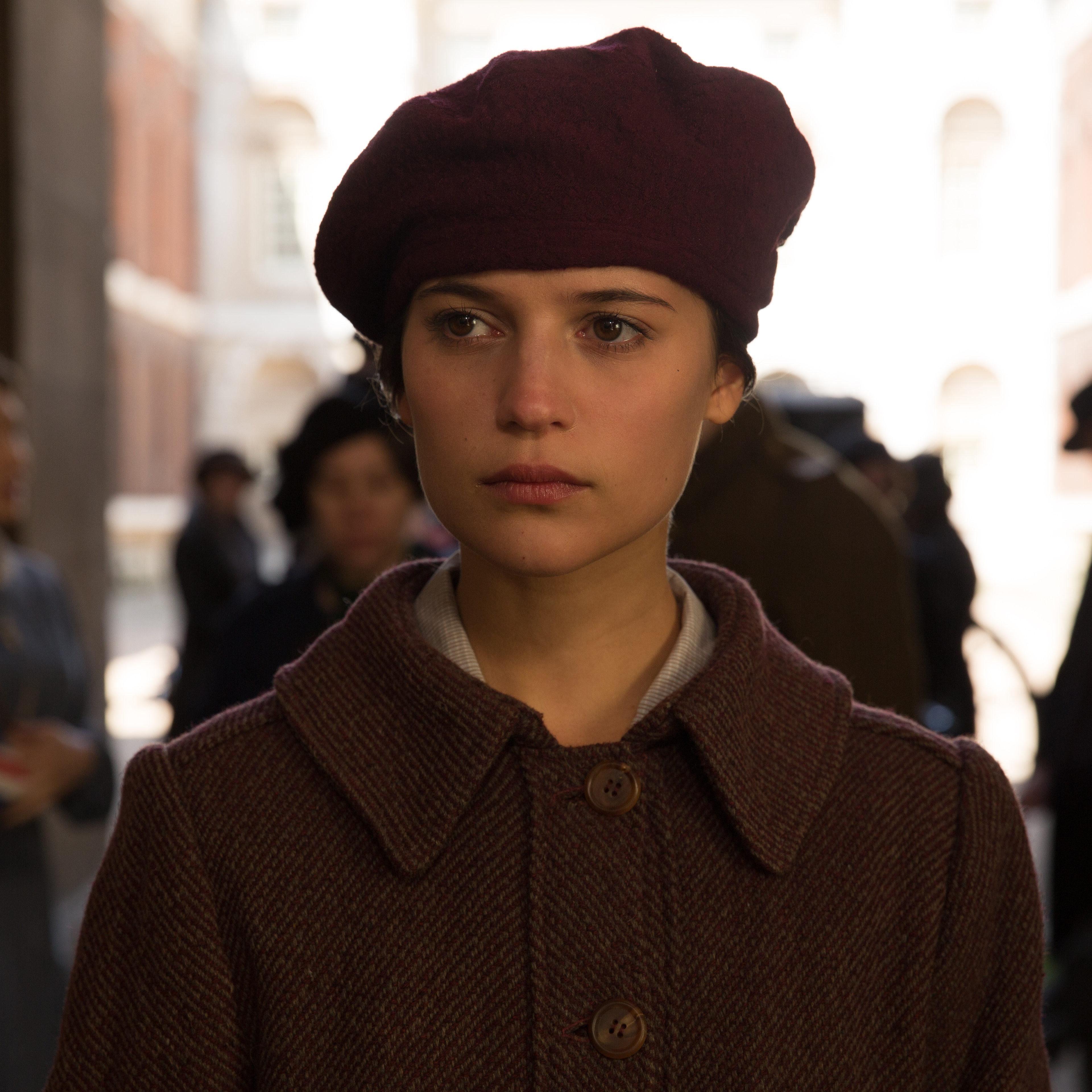 brittain 米兰达·理查森 饰:洛里默小姐 miss lorimer 安娜·钱斯勒