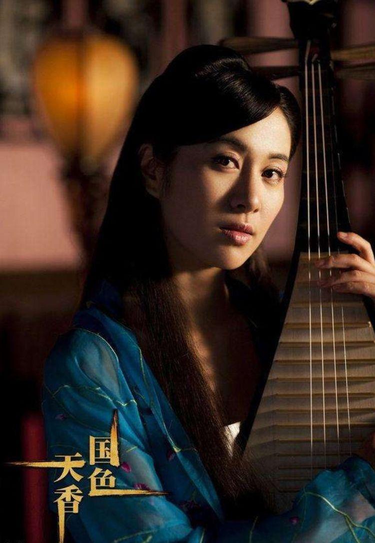 的赵琳涵,改编《国色天香》中一人分饰两角的苏雨宁/苏红玉,在电视剧现在的电视剧都是小说还有