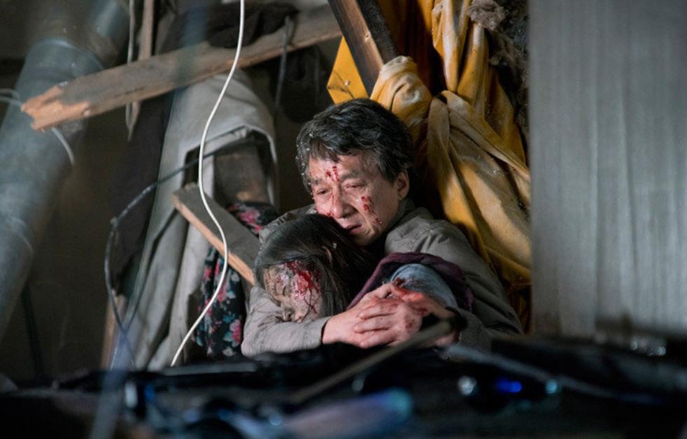 成龙《英伦对决》将在日本上映,他法令纹超重好苍老,脸上还有血