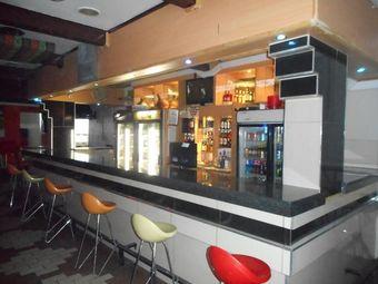 DeCalabash Restaurant & Sports Bar
