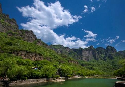 """享有八项殊荣的——焦作云台山风景区,游""""峡谷""""红石峡(温盘峪):白龙潭"""