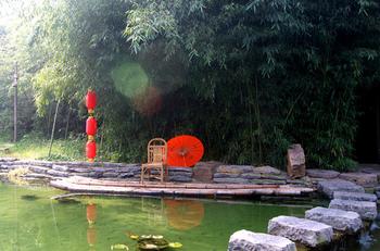 【青岛出发】竹泉村旅游度假区、蒙山国家森林公园、山东地下大峡谷纯玩2日跟团游*品古泉游峡谷爬蒙山-美团