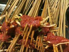 钢管厂五区小郡肝串串香精品店的折耳根牛肉