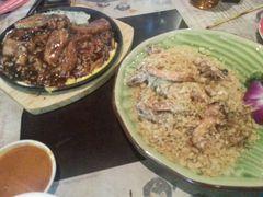 融合马来西亚餐厅的麦片虾