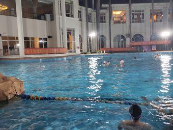 三正半山豪苑会所游泳池