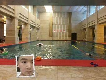 佐邻佑里游泳健身