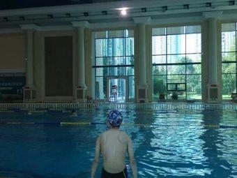 恒大绿洲国际恒温游泳馆