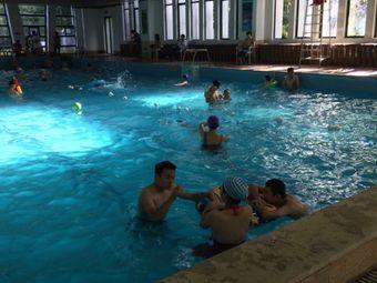 金昕仪游泳馆