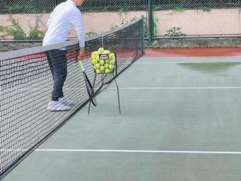 君临天下网球俱乐部