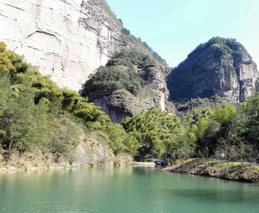 大红岩景区位于浙江省武义县白姆乡,俞源乡和王宅镇交界处,该景区是