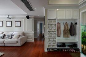 15-20万130平米三室两厅现代简约风格走廊装修效果图
