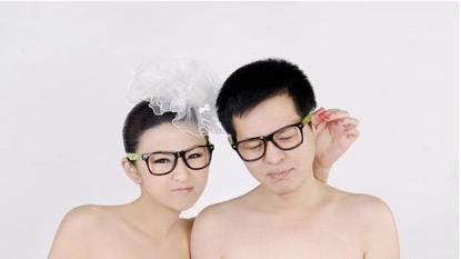 非利兵裸体结婚_网传上海周浦公园真实裸体结婚照