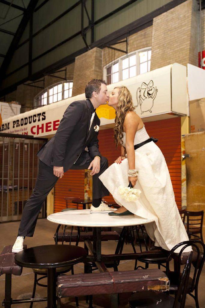 买菜的地方也能结婚?!一场在集市上的婚礼