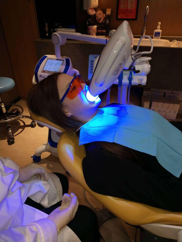 过程中一点也不紧张,想到牙齿变白就很开心