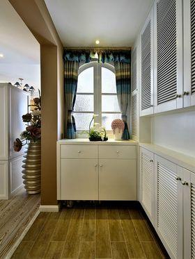 130平米三室一厅其他风格玄关设计图