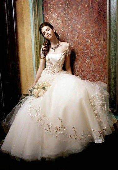 上半身强壮的女生怎么挑选婚纱