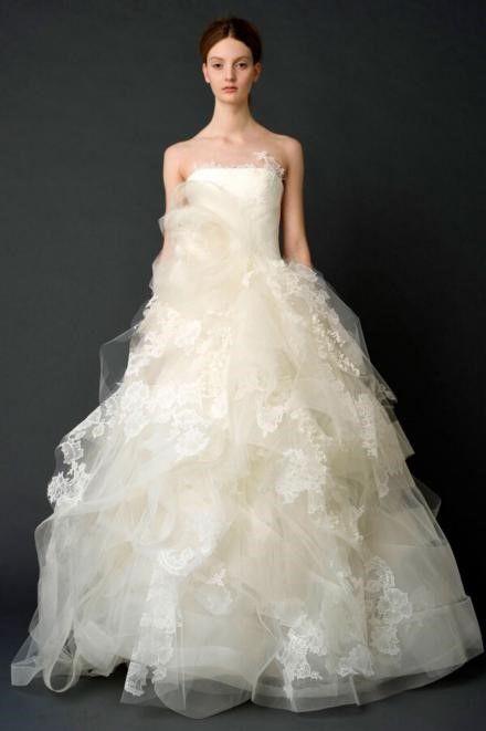 大裙摆的婚纱适合什么样的女生穿