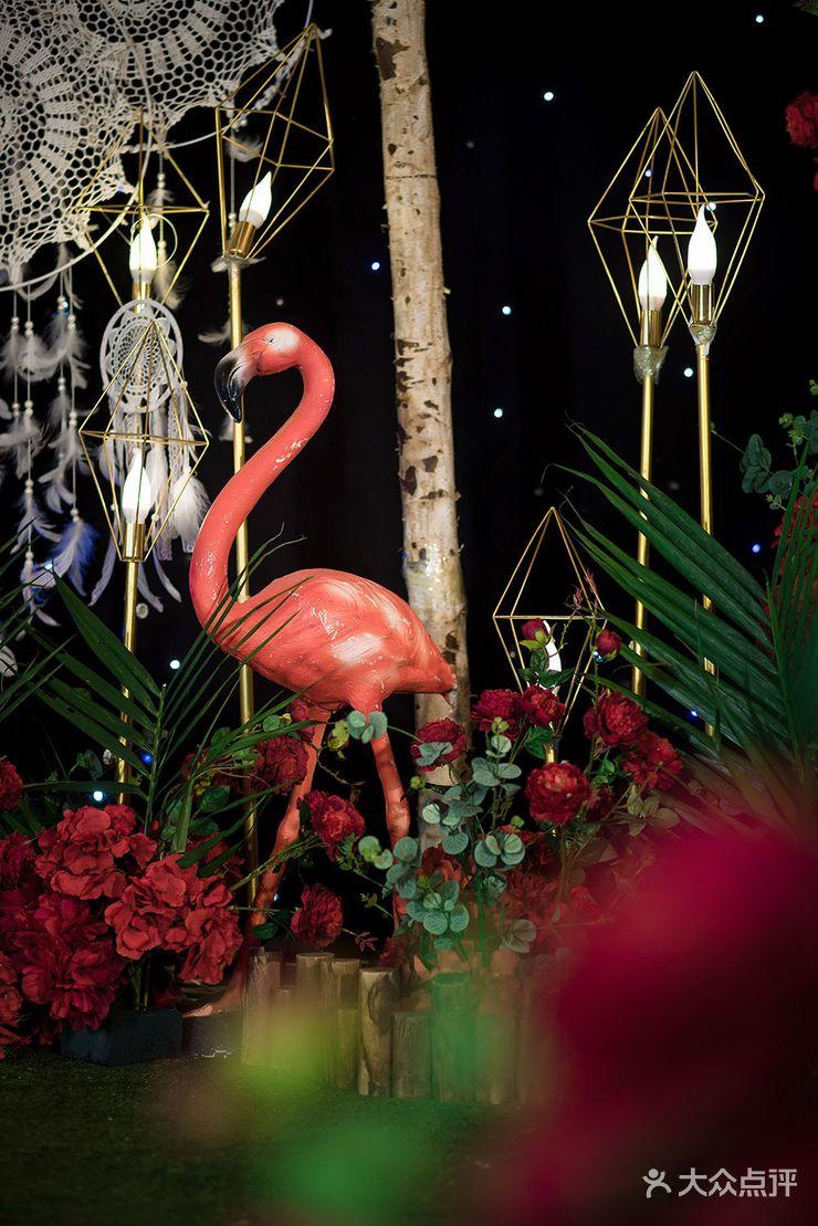 仪式区:舞台背景支架一副 星空幕布 门型白桦树 铺梦网3个 波西米亚挂