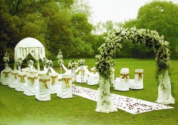 举办草坪婚礼需要注意的细节