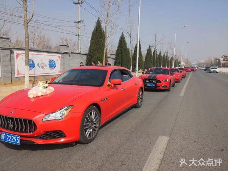 婚车品牌:玛莎拉蒂 车辆型号:ghibli 车辆类型:跑车 车辆颜色:枚红色