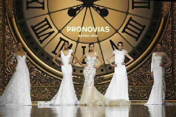 C罗前女友领衔Pronovias婚纱大秀