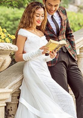 现在大多数新人比较看好在草坪上举办婚庆典