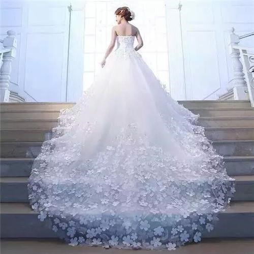 结婚时如何选择适合自己的婚纱