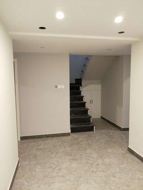 90平米现代简约风格楼梯间装修效果图
