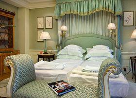 经济型140平米四室三厅法式风格卧室图片
