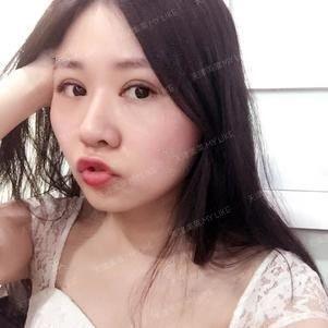 术后一个月啦,前几天都有化淡妆,但是最近天津的天气真的是太热了,太容易晕妆啦,所以和闺蜜去嫁接了睫毛。不用化妆眼睛也可以很有神也~~~