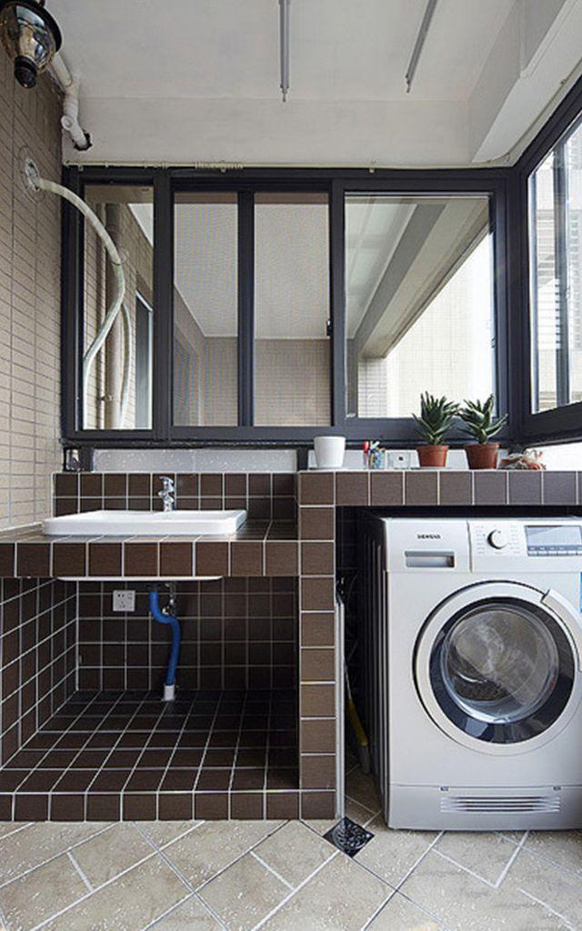随着人们生活水平质量的提高,在选购房子的时候都会选择带有一个大阳台的。很多人都会选择把它建成一个洗衣房,这时自然就少不了洗衣机柜了,但是对于洗衣机柜的安装你又了解多少呢?我们该注意什么呢?下面就跟随大众点评网小编一起了解一下阳台橱柜装修时选择安装洗衣机柜的注意事项吧。