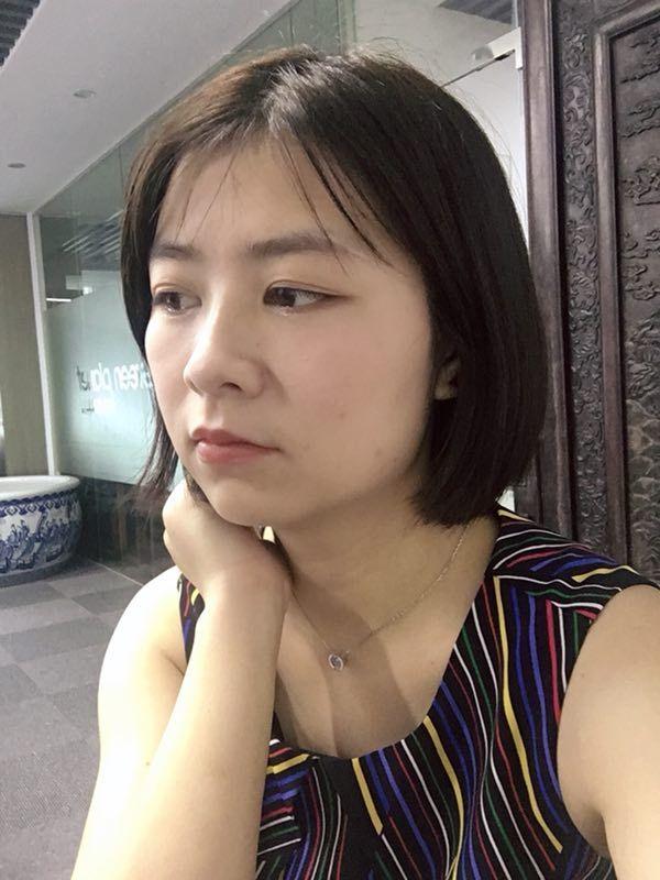 术后14天,眼袋消失后,刘女士看起来年轻很多