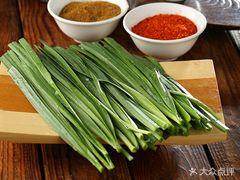 北平三兄弟涮肉(簋街店)的烤韭菜