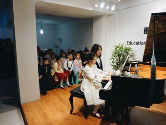 郡泽钢琴培训中心