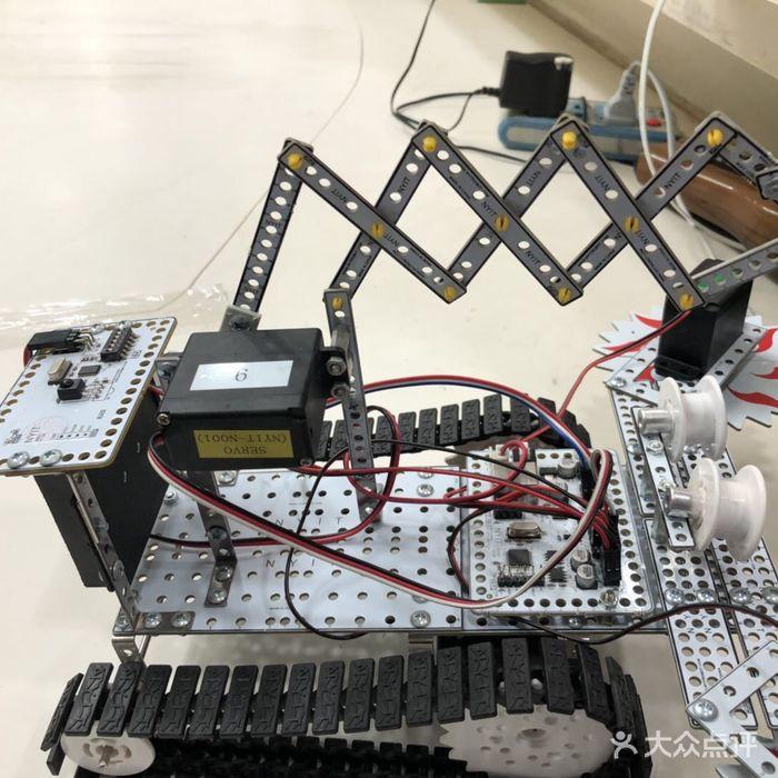 瓦力工厂机器人培训中心