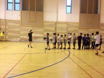 宜动体育篮球培训
