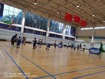 黄岛区上海路健身馆篮球场